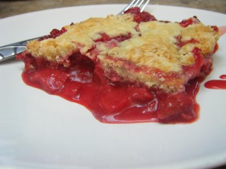 """Moni's Must Make"" Strawberry Cobbler"