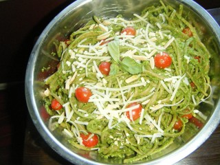 Spinach-Almond Pesto with Linguini