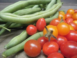 Green Beans with Toasted Garlic and Tomato