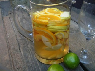 Low Calorie White Sangria