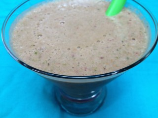 Moni's Fig, Pinepple, Strawberry, Apple, and Spinach Smoothie