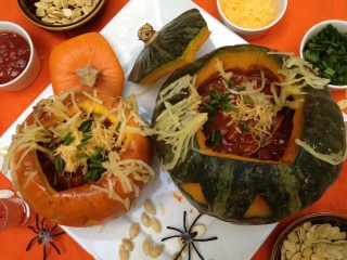 "A ""Spook-tacular"" Squash O' Lantern Chili Bowl Meal"