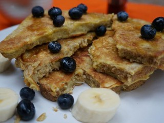 EASY & HEALTHY Moni French Toast