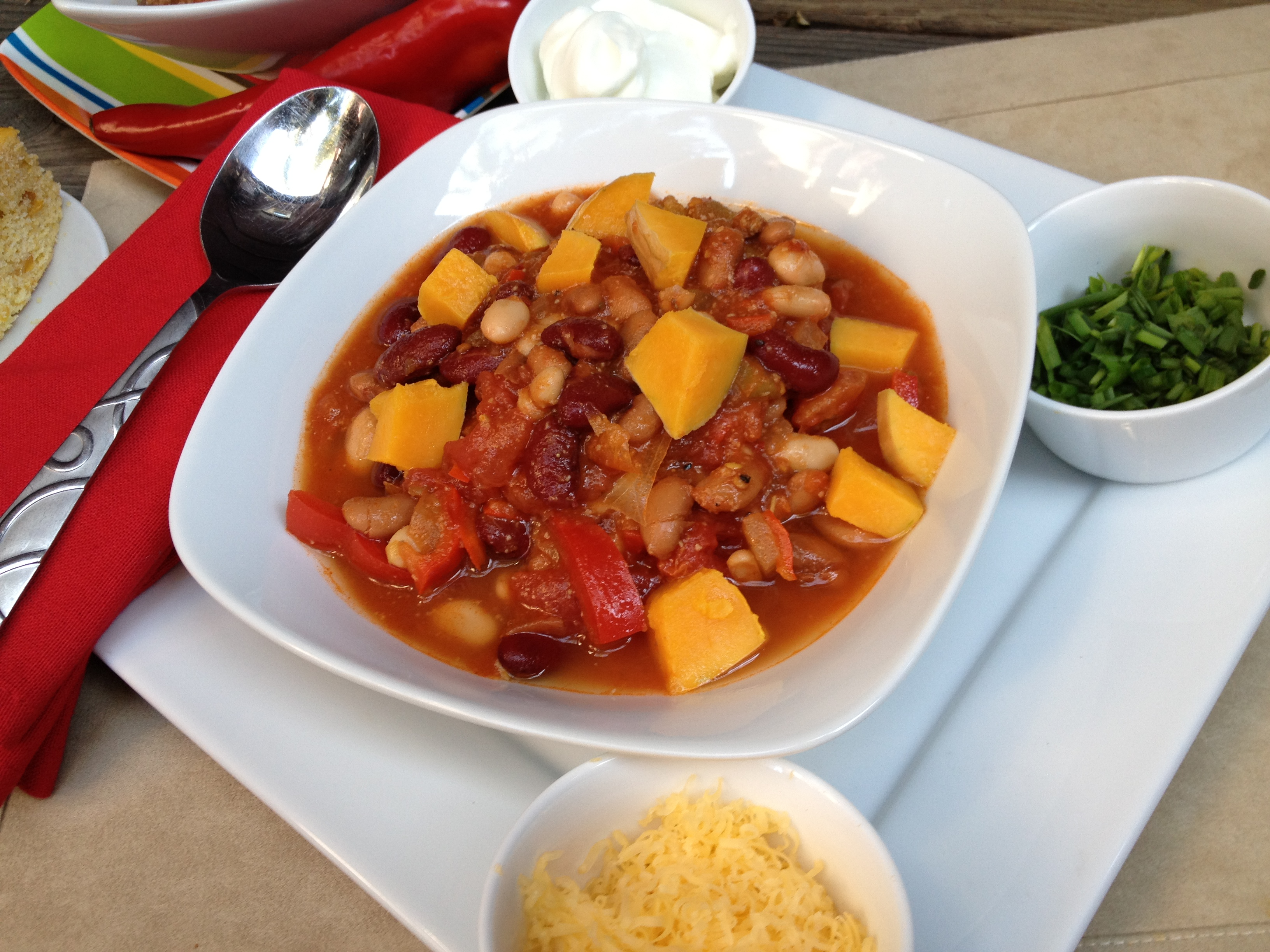 MONI Chili with all the fixings